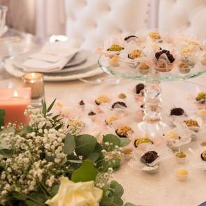 table decoration designed by @LoveLydiaUK and photographed by @MarkSeymourphotography
