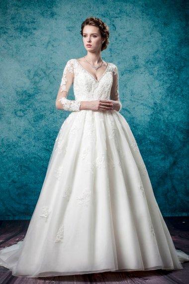 Leis Atelier - Wonderful Wedding Supplier - Little Tree Weddings (12)