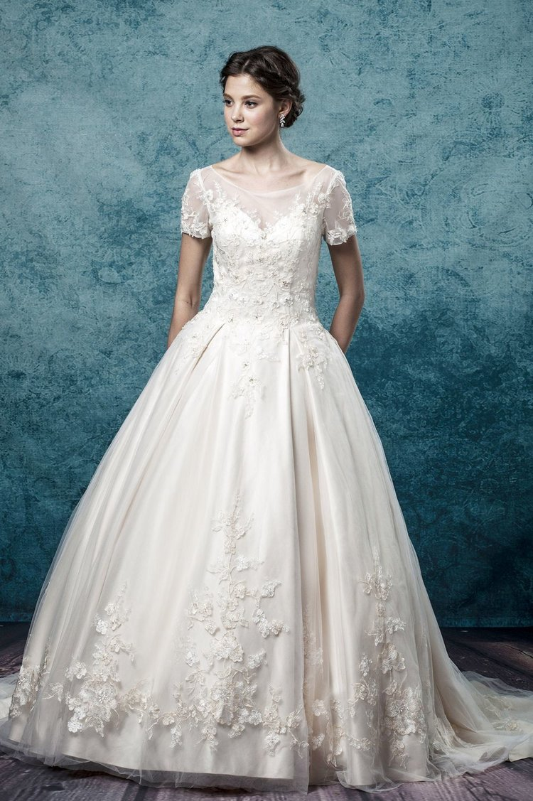Leis Atelier - Wonderful Wedding Supplier - Little Tree Weddings (13)