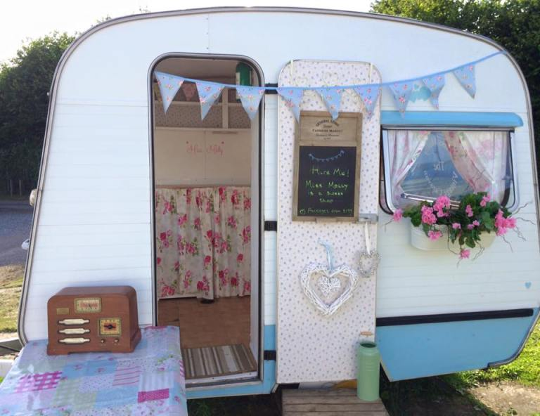 Miss Molly Caravan - Wonderful Wedding Suppliers - Little Tree Weddings - LTW (6)